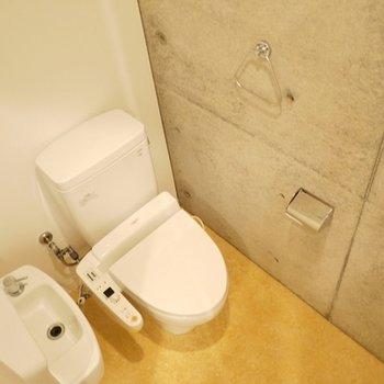このお部屋は、トイレ付き。