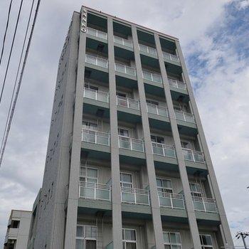 2006年築のきれいな建物。