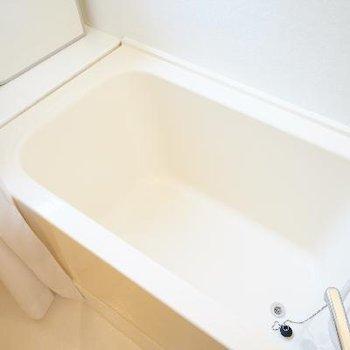 お風呂には乾燥機と窓が◎