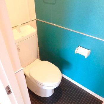 トイレはブルーグリーン