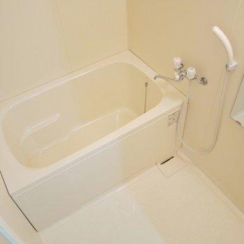 コンパクトサイズのバスルーム。