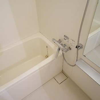 お風呂は追い炊きと乾燥機が◎ ※写真は前回募集時のものです。