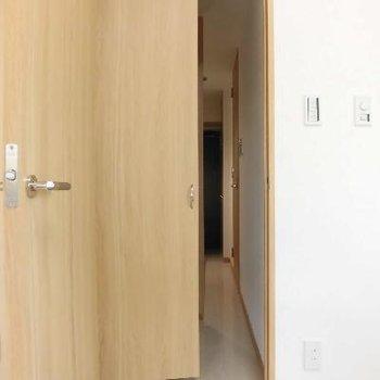 クローゼット開けると廊下がなくなっちゃいます!