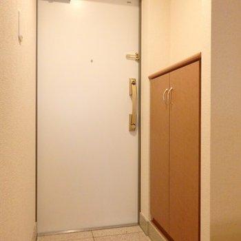 玄関横にもしっかり収納