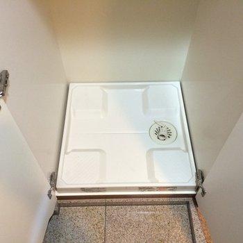 洗濯機置場は玄関にあります