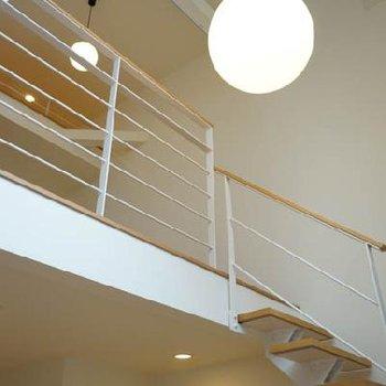 そして3階への階段をのぼりますと※写真は反転タイプ
