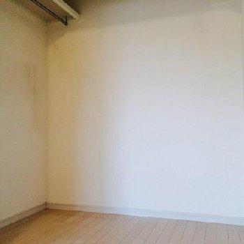 ここはオープンクローゼット。※写真は同間取り、別部屋です