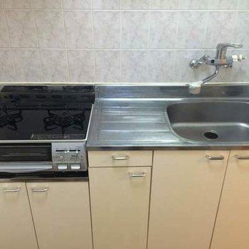 まな板も置けて料理しやすいシステムキッチン