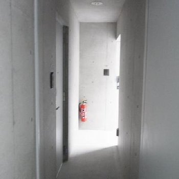 共用スペースややせまめ。※写真は別室です(こちらの写真は前回募集時のものになります。)