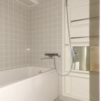 ちょっと懐かしいお風呂のタイルが可愛い※写真は別部屋