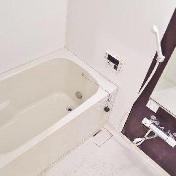 お風呂は追い焚きもついているのです!