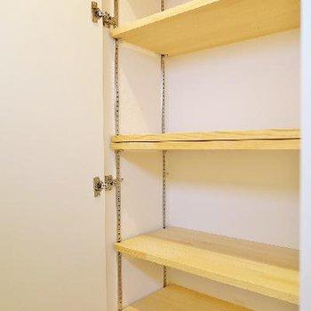 1階の廊下の収納は造作棚ですね!