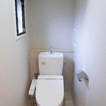 マンションには珍しくトイレも小窓が♪