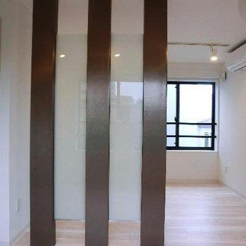 この柱が空間を緩く、でもちゃんと分けてくれます。