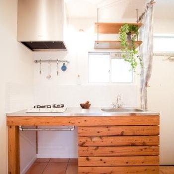 素敵なデザインのキッチンは2口コンロ※写真は別部屋、反転です。