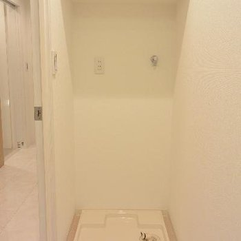 2F洗面台の向かいに洗濯機置き場