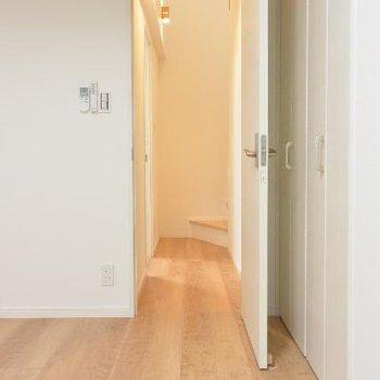 3F洋室1からの廊下