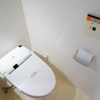 トイレはタンクレスウォシュレット!