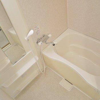 清潔感溢れるバスルーム。