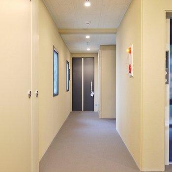 共有廊下は、ちょっぴり可愛く。