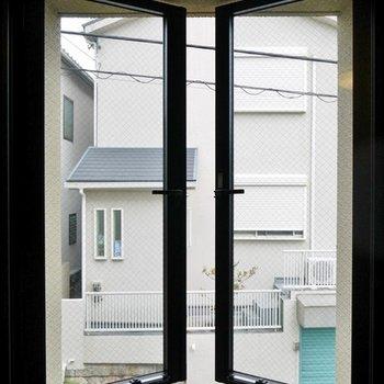 リビング横の窓から。
