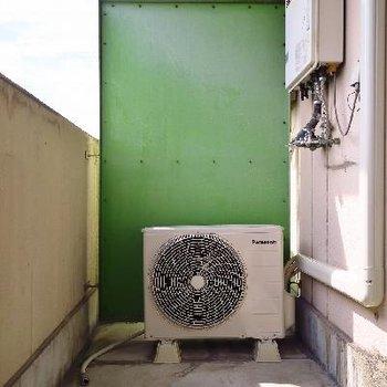 洗濯機はベランダへ。