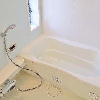 お風呂だってゆったり足を伸ばせるのです。