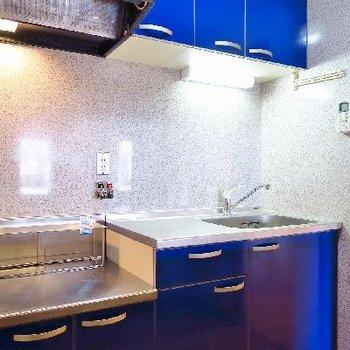 キッチンはこっくりブルーー!!