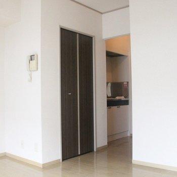 建具がお部屋のアクセント※2階別部屋同間取りの写真です。