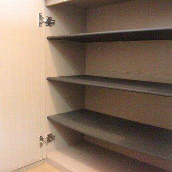 シューズボックスも充実※2階別部屋同間取りの写真です。