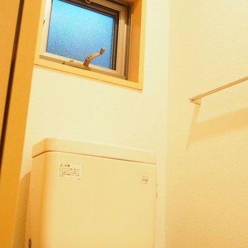 トイレ内に窓があるので換気に◎