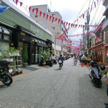 こちら商店街♪新旧が組み合わさった場所。