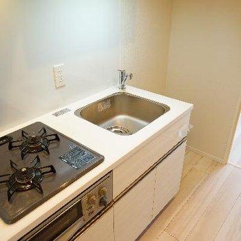 キッチンは2口ガスで使い勝手も良好!