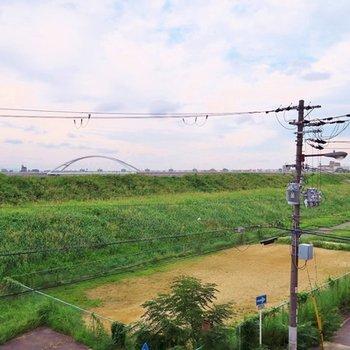 淀川の土手が秋の風を運んできます