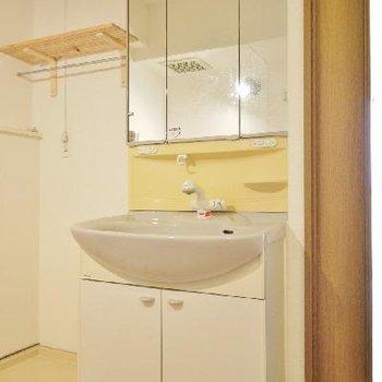 3面鏡にもなるワイドな洗面台♪