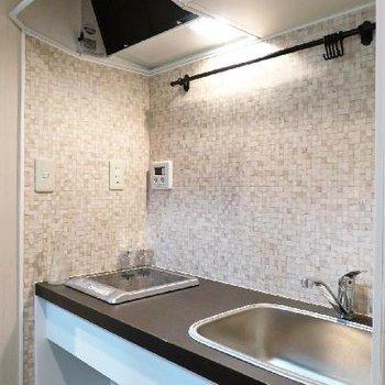 キッチンはシンプルに1口IHで。※写真は別部屋
