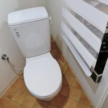 トイレはこちらに。※写真は別部屋