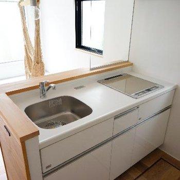 キッチンは対面式で爽やかな空間♪