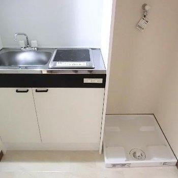 キッチンは狭いけど、洗濯機は室内に♪