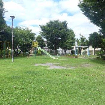 近くに公園が2つ。のどか〜