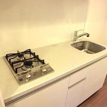 一人暮らしにしては広くて快適なキッチン!