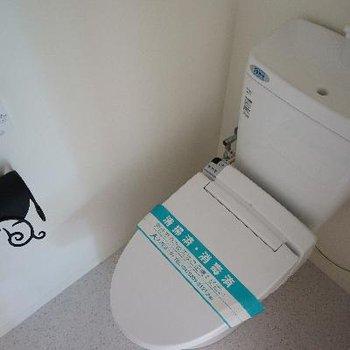 トイレの小物もデザインされていますよ♪※写真は別部屋