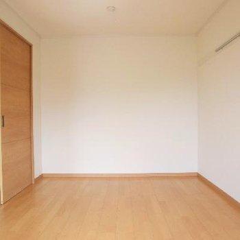 併設した洋室はとてもシンプル◎