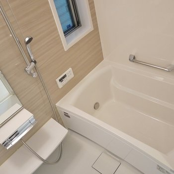 窓付きのお風呂。