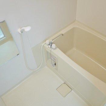 清潔感あるお風呂へ。