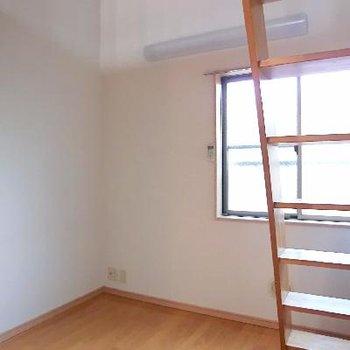 洋室スペースは少し狭いです。