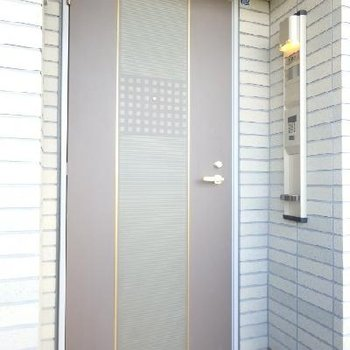玄関のドアかっこいいですね!