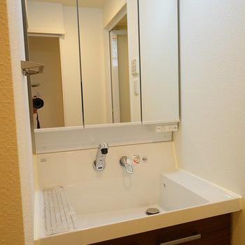 洗面台も大きなサイズ!※写真は6階の同間取り別部屋のものです