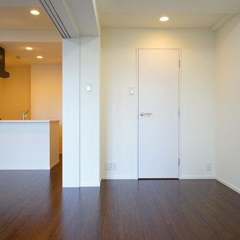 奥の扉は・・※写真は6階の同間取り別部屋のものです