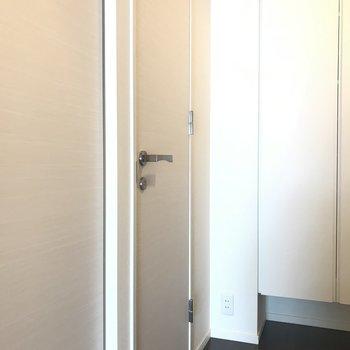 もうひとつのドアは